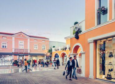 Federmoda chiede l'apertura dei negozi di abbigliamento su appuntamento 2021 - foto Palmanova Outlet Village