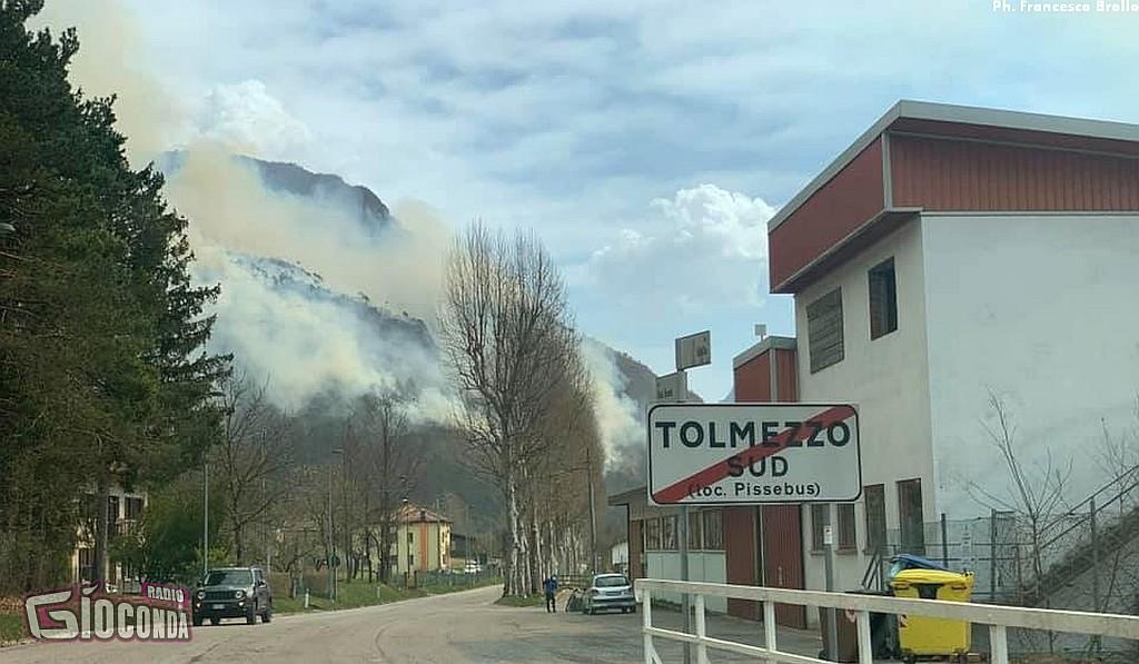 Incendio a Tolmezzo: diverse decine i soccorritori intervenuti 2021