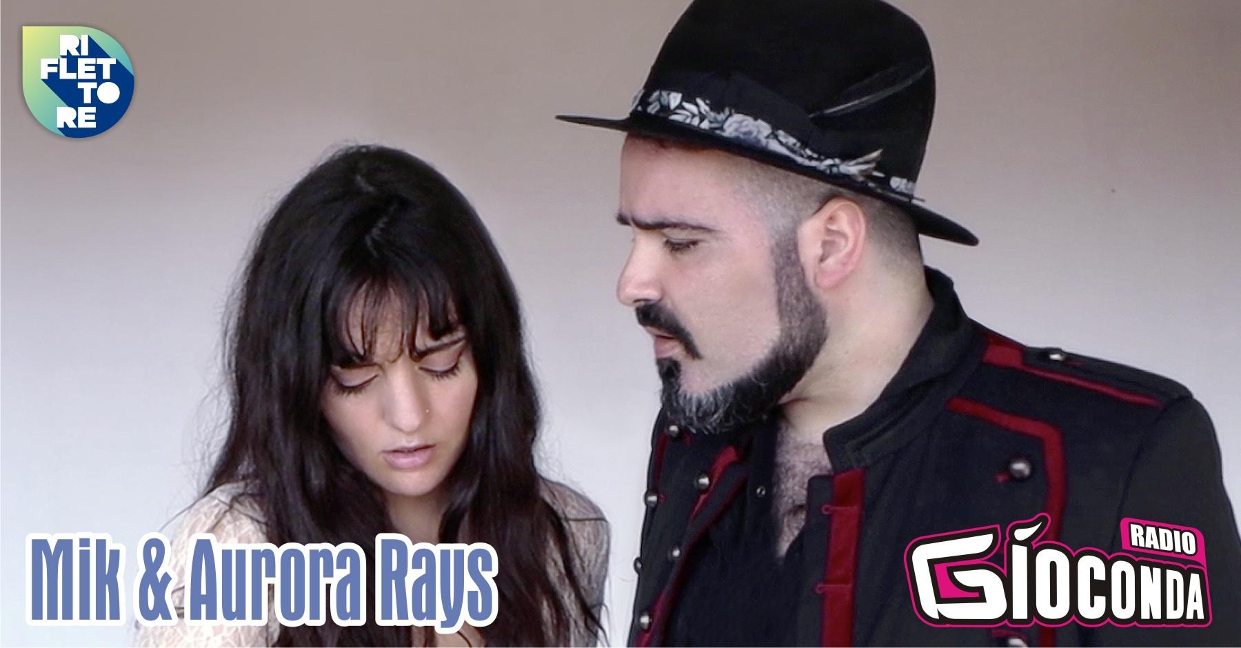 """I fratelli Mik e Aurora Rays, entrambi cantautori, saranno i protagonisti della puntata del 23 aprile di """"Riflettore"""", la trasmissione dedicata alla musica che nasce in Friuli-Venezia Giulia. Il 16 aprile scorso hanno pubblicato """"Even When"""", una ballad malinconica pop/rock di stampo classico che parla della forte e reale paura di perdere qualcuno che si ama più di noi stessi. E'la prima volta che i due fratelli incidono un singolo nel quale cantano assieme, in passato lo hanno fatto soltanto in ocassioni live. Mik è l'autore di """"Even When"""" A scrivere testo e musica del brano, in un momento molto delicato e drammatico della sua vita, è Mik. «Quando hai tutto, hai tutto da perdere – dichiara Mik – prima del virus, avevo già provato questa paura. Mio figlio era nato da 5 giorni e la mia compagna stava molto male. La febbre aveva superato i 40 e nemmeno i dottori sapevano spiegare l'infezione che la causava: ho creduto che ciò fosse dovuto a una complicazione legata al parto stesso. Così quella notte quando sono tornato a casa senza di lei e il mio piccolo ometto perché li avevano tenuti in osservazione in ospedale, ho pianto. Ho pianto guardando la nostra camera, piena di belle cose, ma vuota. Ed ho esorcizzato la paura finendo il testo per questa canzone, come facevo quando ero un ragazzino e attutivo il mondo su fogli a righe». Il video del brano, la cui regia è dei due fratelli, è disponibile su YouTube."""