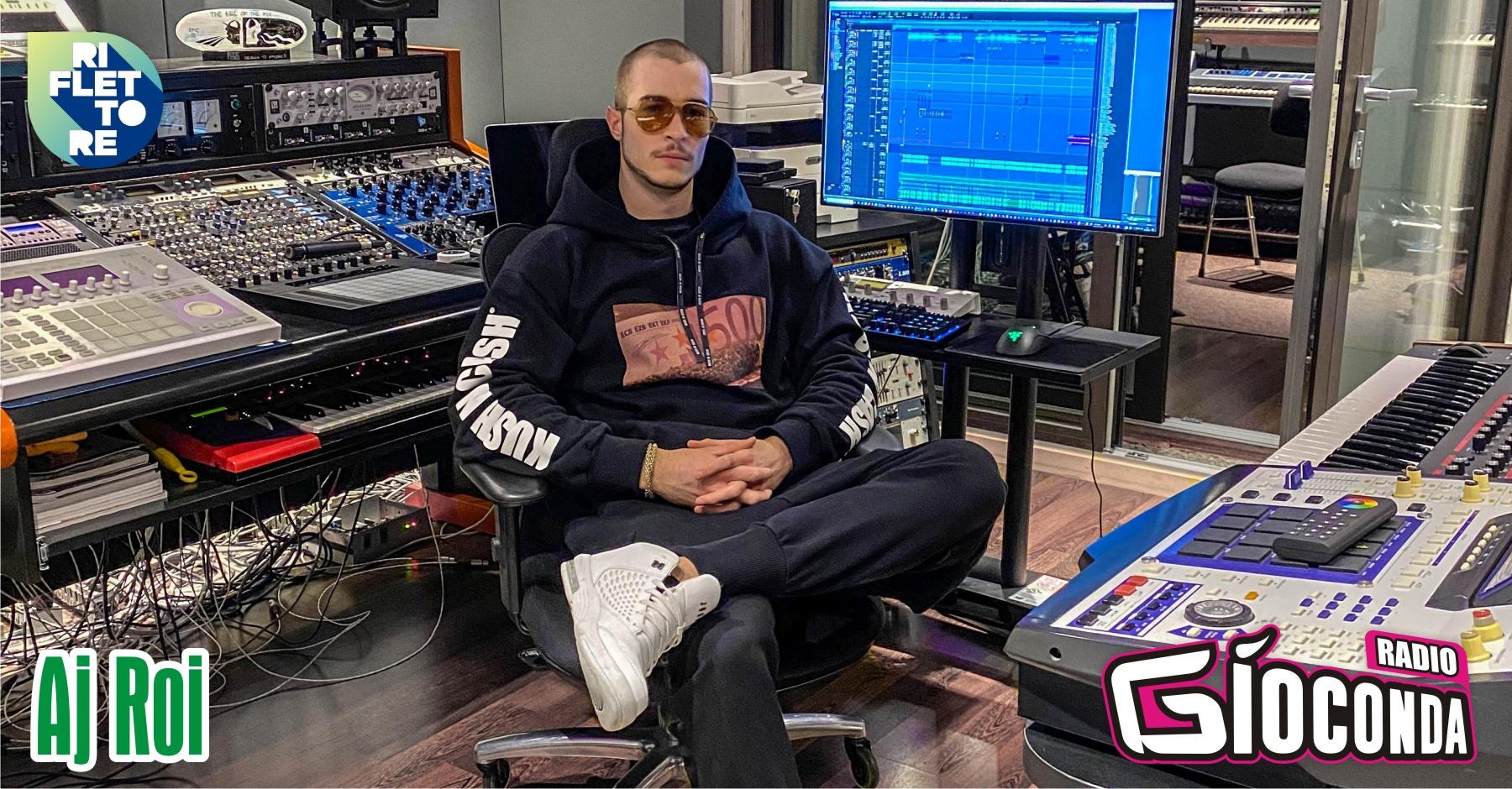 """Il giovanissimo cantautore Aj Roi sarà il protagonista della puntata di venerdì 11 giugno di """"Riflettore"""". Il suo primo singolo, pubblicato lo scorso 23 aprile, si intitola """"Kush n' Cash"""" ed è direttamente collegato alla attività imprenditoriale dell'artista ovvero l'omonimo brand di abbigliamento del quale è sia ideatore sia fondatore. Del brano è stato realizzato un video che su You Tube ha già superato le 103 mila visualizzazioni. Aj Roi, che con """"Kush n' Cash"""" è al suo debutto nel mercato discografico, è attualmente impegnato nella realizzazione di nuovi brani. Tra i suoi prossimi progetti c'è anche quello di incidere un album."""